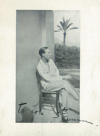 1926年のサイン入りポートレート。