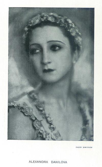 1929年5月、パリのサラ・ベルナール劇場での公演プログラムより。このシーズンにダニロワは『舞踏会』に出演したほか、ソヴィエトの工場の機械を題材にした『鋼鉄の踊り』でドーリンと踊っている。