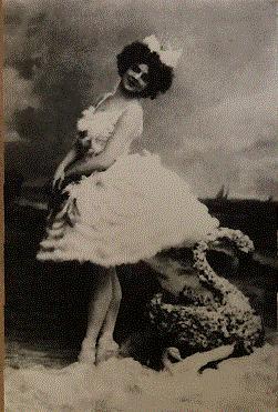 ゴールスキー版でオデットを演じるアデリーナ・ジューリ