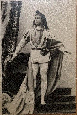 ゴールスキー版でジークフリートを演じるミハイル・モルドキン