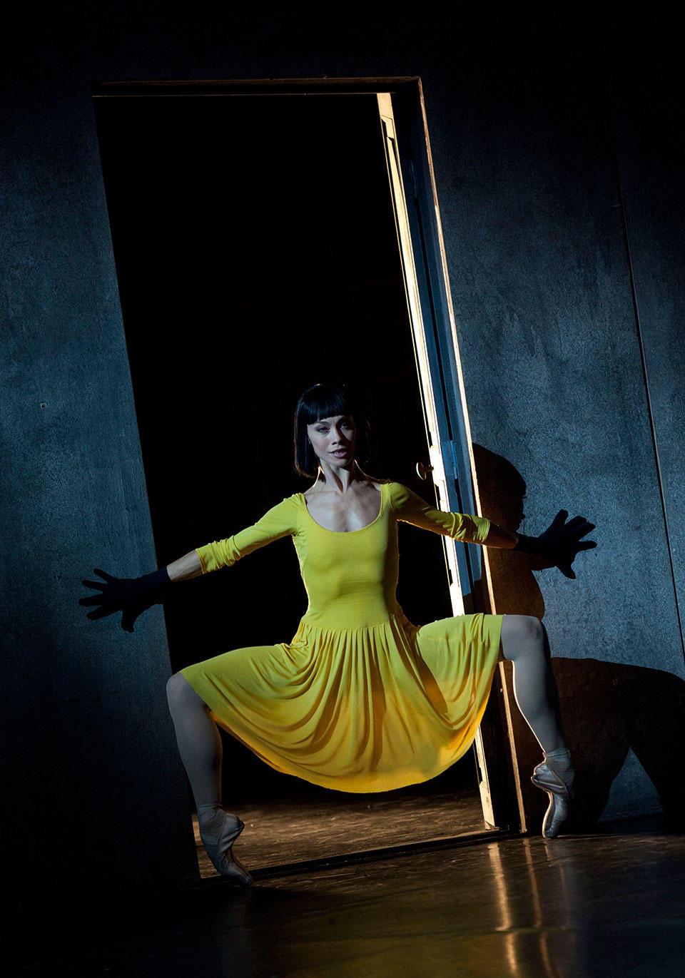 03_Eleonora-Abbagnato---Le-Jeune-Homme-et-la-Mort---Photo-Ann-Ray---ONP-173.jpg
