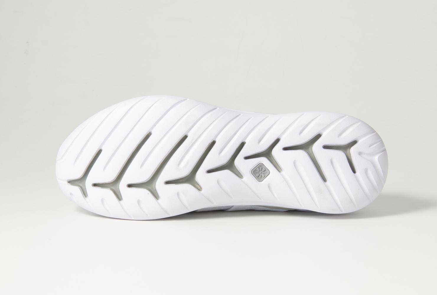 0417_sneakers_balance_03.jpg
