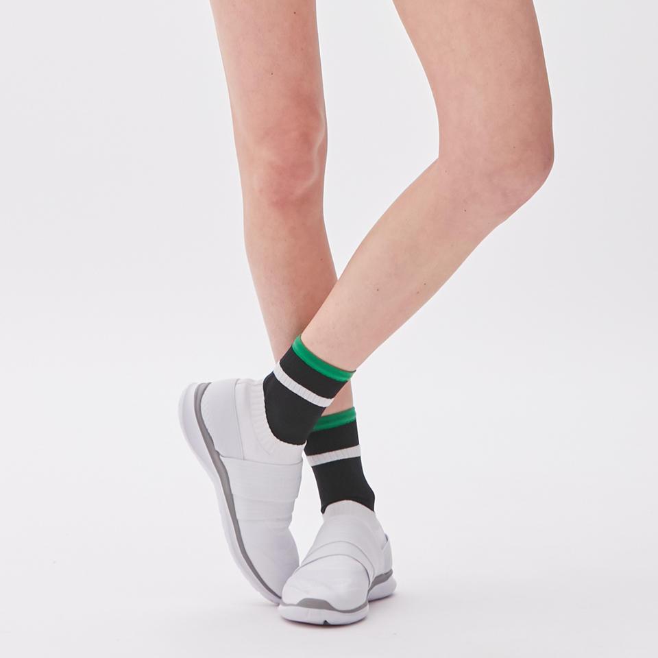 0515_socks_balance_01b.jpg