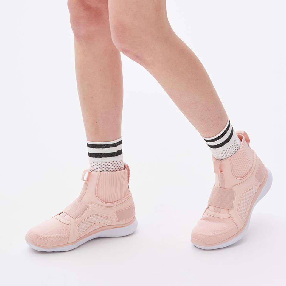 0515_socks_balance_02a.jpg