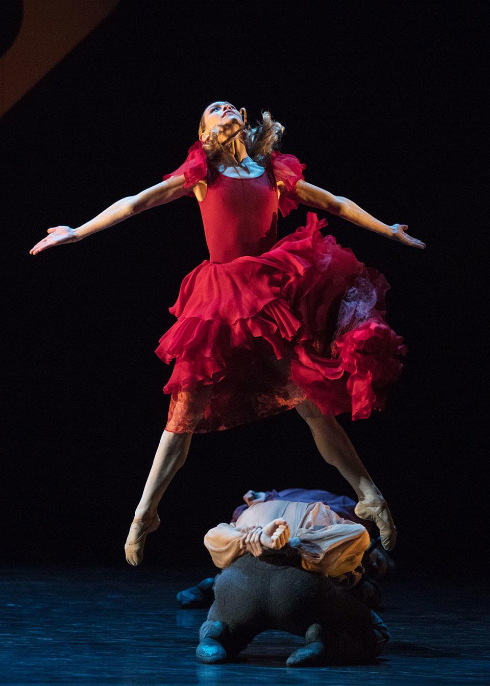 05_Ann_Ray_Opera_national_de_Paris-Carmen---Mats-Ek---Eleonora-Abbagnato--Ann-Ray-OnP-0129-1600p.jpg