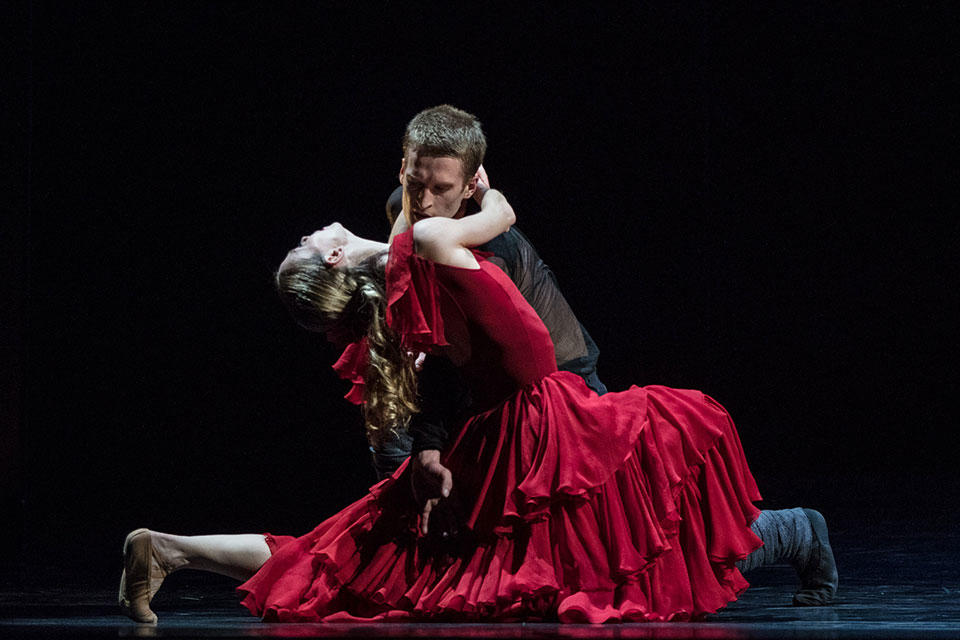 05_Ann_Ray_Opera_national_de_Paris-Carmen---Mats-Ek---Eleonora-Abbagnato-et-Simon-Le-Borgne----A.jpg
