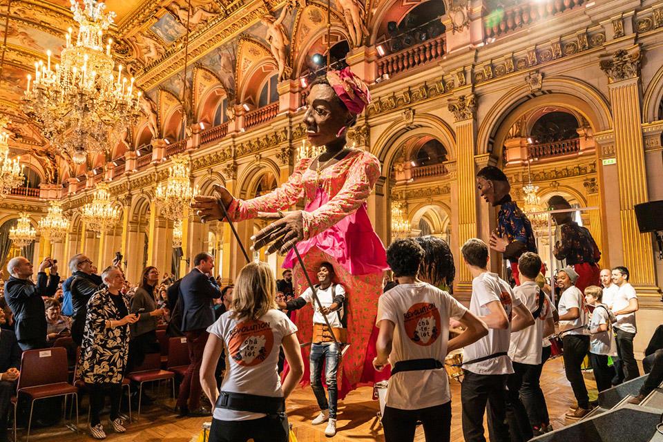 _Chatelet-Parade-4-Las-marionetas-gigantes-de-Moçambique-(c)Thomas-Amouroux---11.jpg