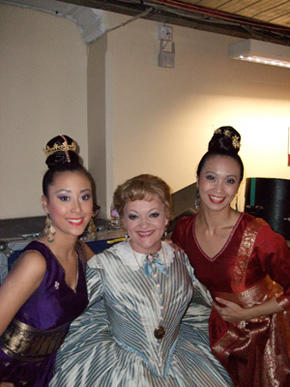 「王様と私」の楽屋で  Maria Friedman、Kelly Chowと
