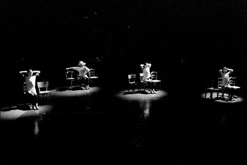 アンヌ・テレサ・ドゥ・ケースマイケル『ローザス・ダンス・ローザス』 撮影/Herman Sorgeloos