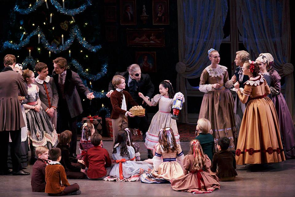 New-York-City-Ballet-in-George-Bal-anchine's-The-Nu...aul-Kolnik-(2).jpg