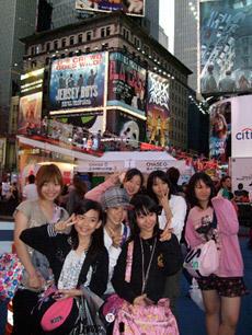 左から占部由佳子、宮脇咲良、古垣未来、濱口有衣、鈴木彩花、井上菜月、占部由稀