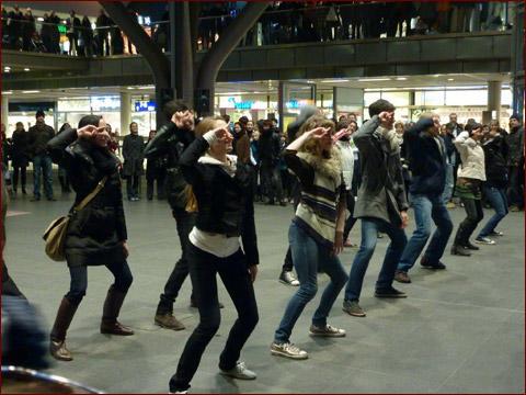 フラッシュモブ 中央駅