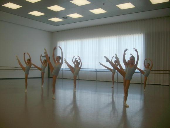 バレエ学校2年生クラス (C)Emi Hariyama