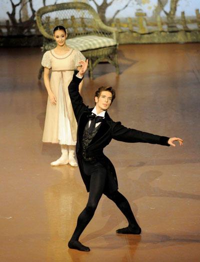 オネーギンのエヴァン・マッキー Photo/Stuttgart Ballet