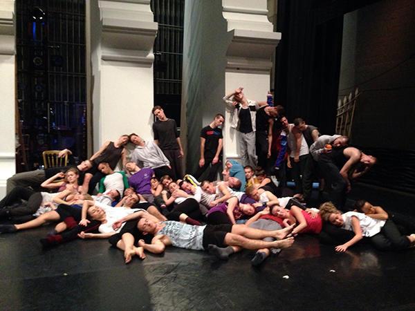 『Sleeping Beauty』ニュ-ヨーク公演のお祝いに『SWAN LAKE』のメンバーから送られてきた写真(全員が眠っているポーズ)