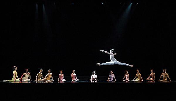 「愛が私に語りかけるもの」 (C)Béjart Ballet Lausanne/Anne Bichsel