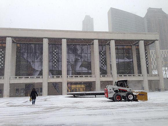 雪が舞うリンカーンセンター