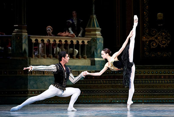 ヴィシニョーワと Marcelo Gomes and Diana Vishneva in Swan Lake - photo : (C) Nancy Ellison