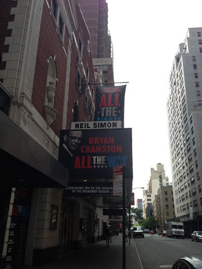 「All THE WAY」を上演中の劇場