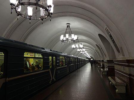 懐かしい地下鉄フルンゼンスカヤ駅 (C) Emi Hariyama