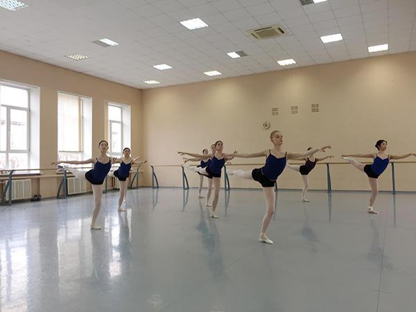 ペルミバレエ学校レッスン (C) Emi Hariyama(すべて)