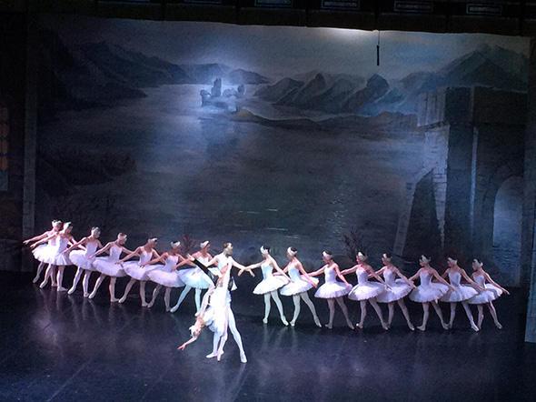「白鳥の湖」(C) Emi Hariyama