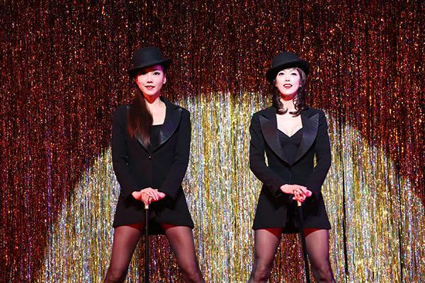 Velma(和央ようか)and Roxie(大和悠河) Photo (C) Aiko Miagawa and Nobuhiko Hikichi