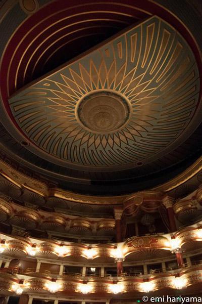 オペラ劇場内観