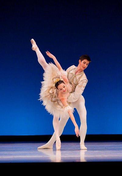 Hannah O'Neill & Brodie James, photo by Sergei Konstantinov