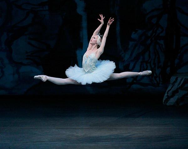 バランシン版『白鳥の湖』で美しい踊りを見せた ニューヨーク・シティ・バレエ プリンシパル、テレサ・ライクレンにインタビュー