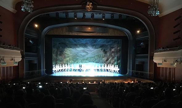 『白鳥の湖』の公演