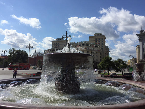 ボリショイ劇場の前の噴水