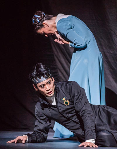 The Winter's Tale. Ryoichi Hirano as Leontes and Laura Morera as Paulina. © ROH, 2018. Photographed by Tristram Kenton.
