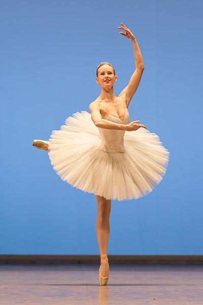 キャロリーヌ・オスモン  コンクール photo Sébastien Mathé/ Opéra national de Paris