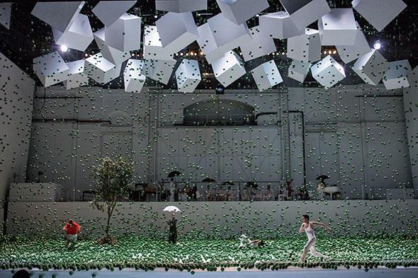 『プレイ』photo Ann Ray/ Opéra national de Parisキャプション