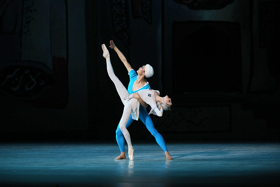3_The-legend-of-love-by-Natasha-Razina-©-State-Academic-Mariinsky-Theatre-(8).jpg
