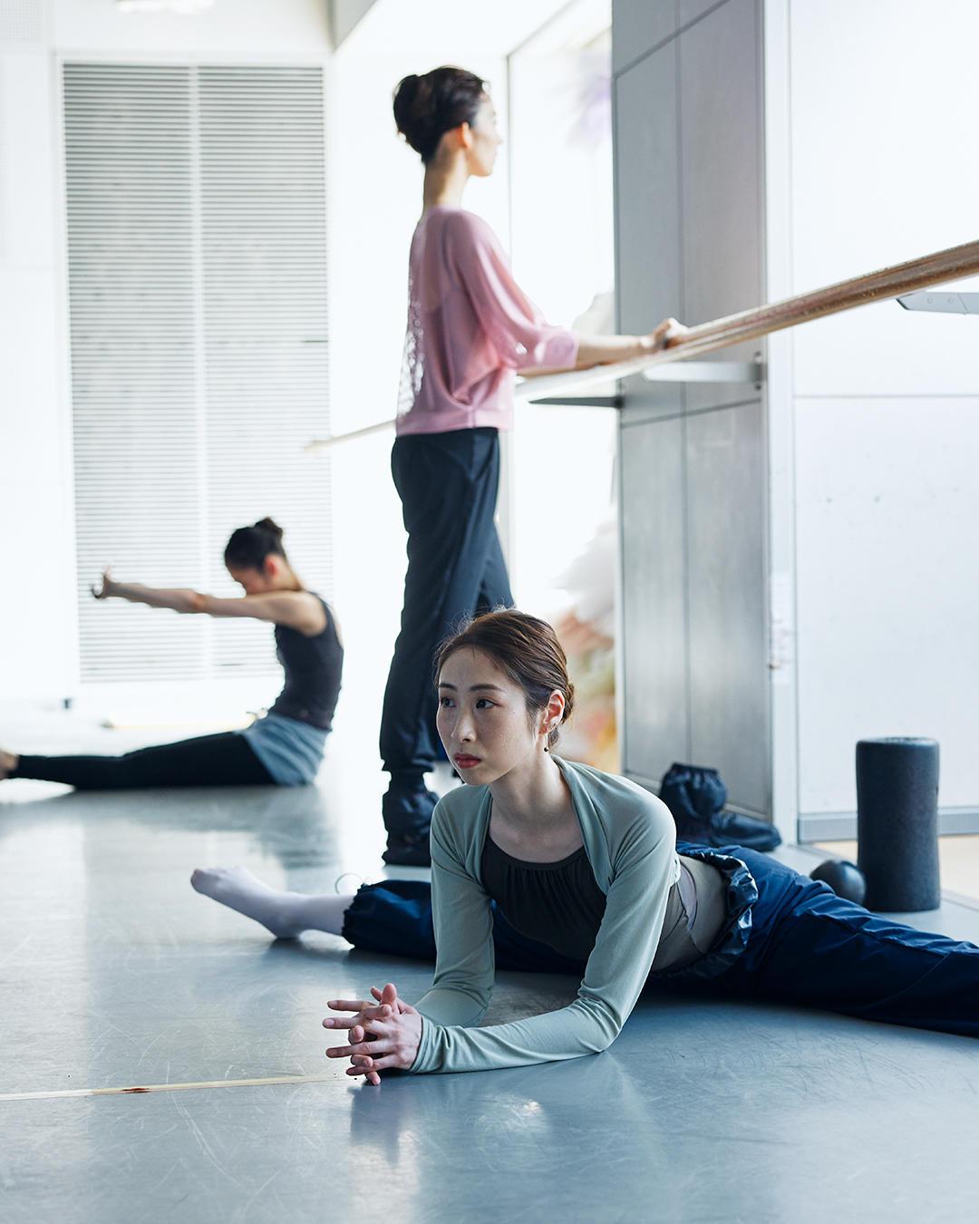 210331_ballet_warmup_3.jpg