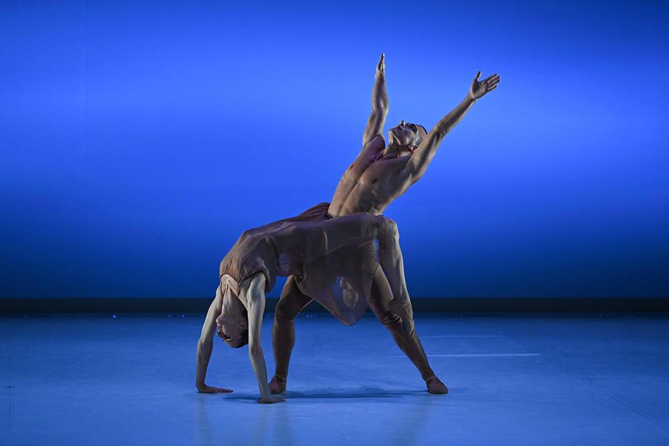 Mozart-à-2_Clémence-Chevillotte,-Arnaud-Mahouy_©-Olivier-Houeix-2-Malandain-Ballet-Biarritz.jpg