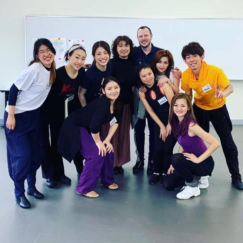 アダルトコース、ベンとあゆ子先生のソング&ダンス.jpeg
