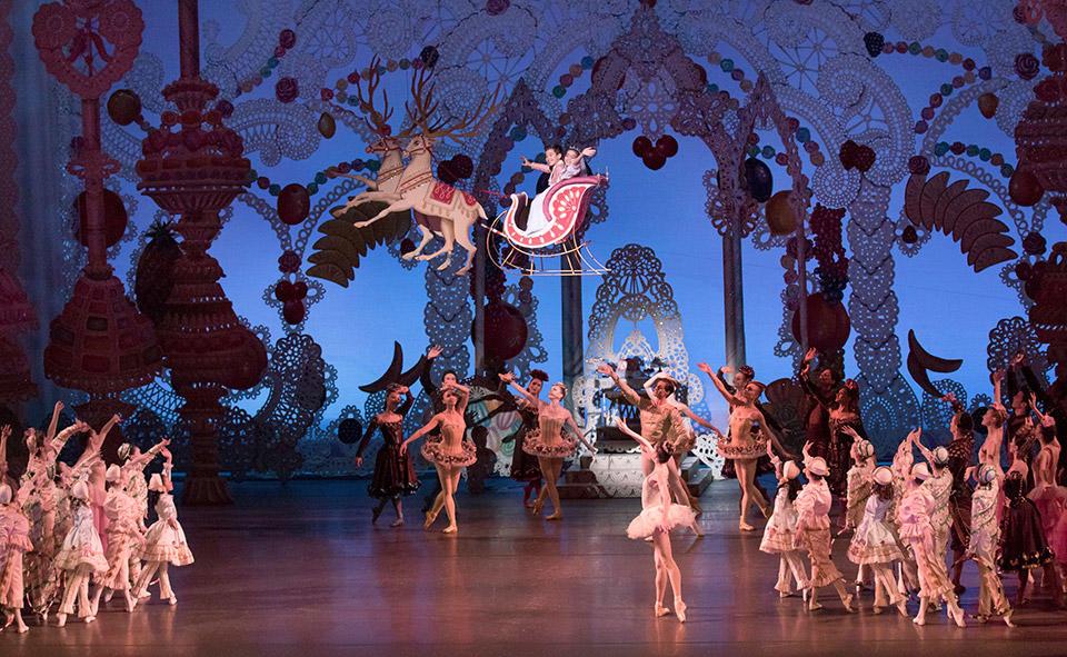 New-York-City-Ballet-in-George-Balan-chine's-The-New...paul-Kolnik-(10).jpg