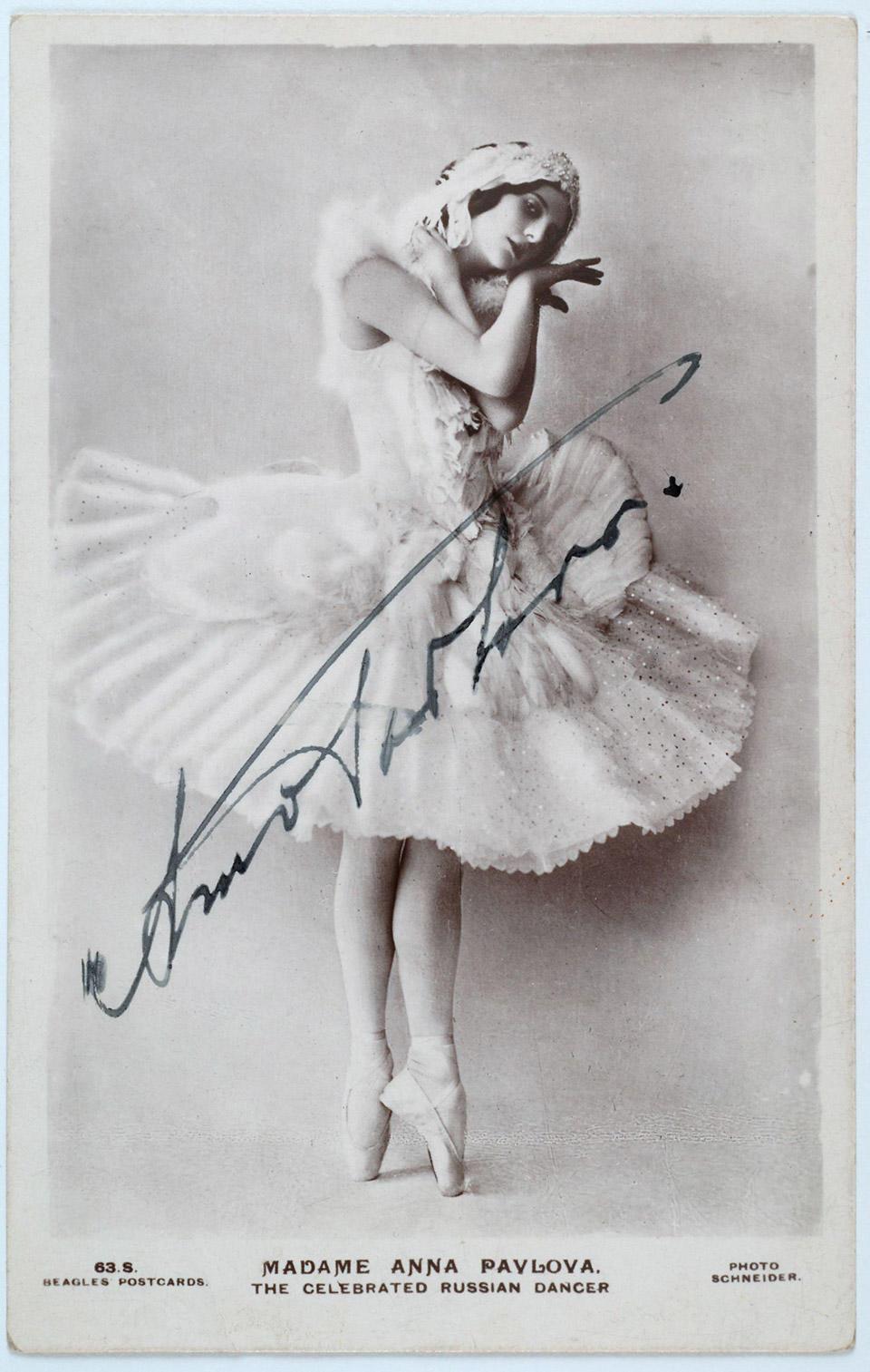 4-アンナ・パヴロワ『瀕死の白鳥』署名入り写真1905.jpg