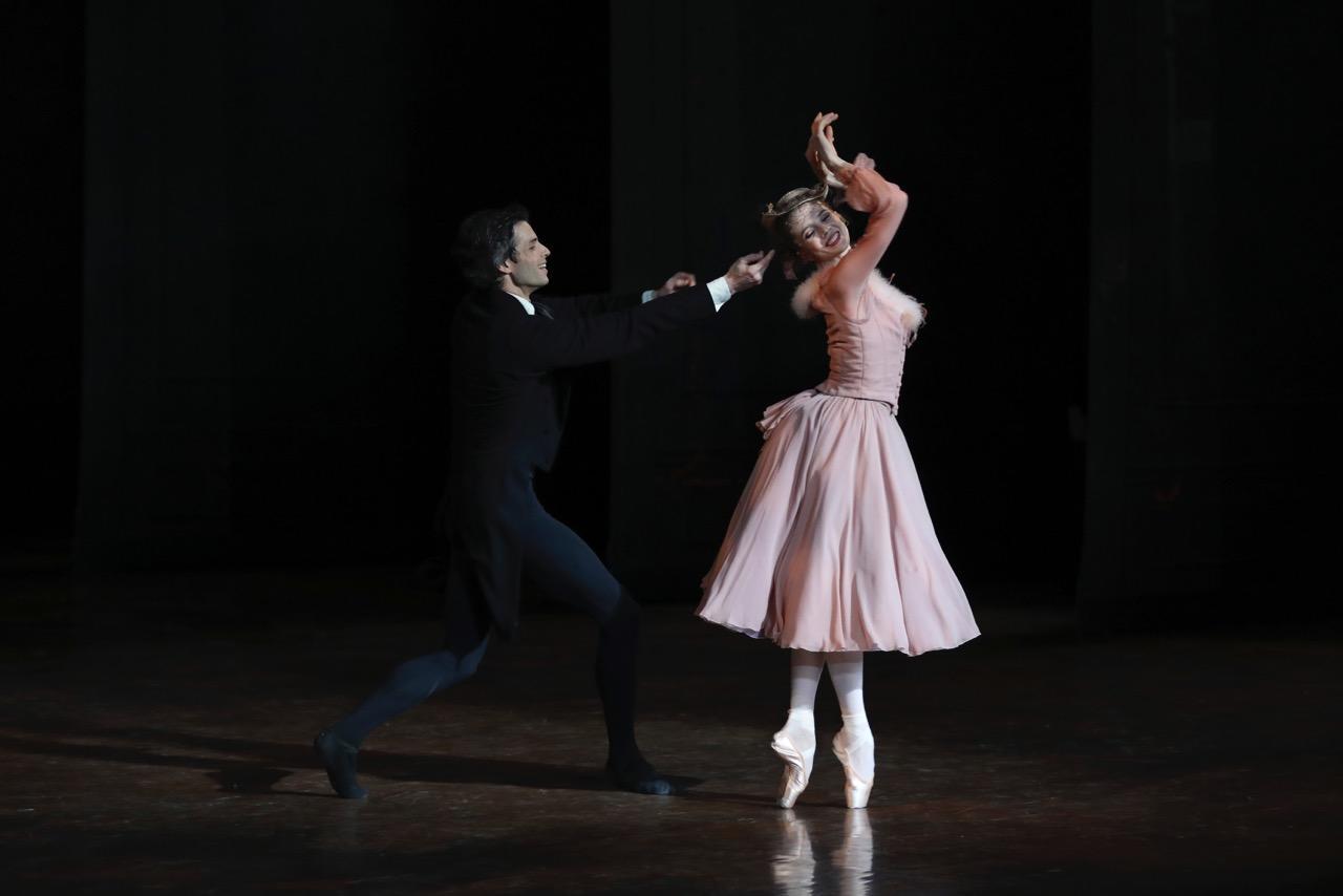 Naïs Duboscq  (avec Florian Magnenet)- La Dame aux Camélias - Photo Svetlana Loboff - ONP-145.jpeg