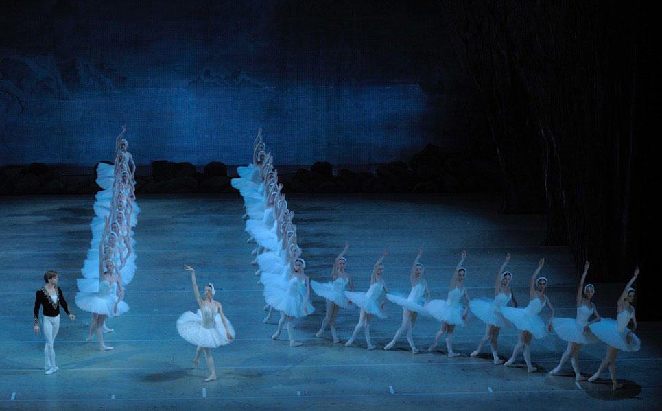 「白鳥の湖」群舞-テリョーシキナ&シクリャローフ-(C)Valentin-Baranovsky.jpg
