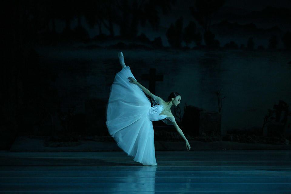 Giselle-by-Natasha-Razina-©-State-Academic-Mariinsky-Theatre-(9).jpg
