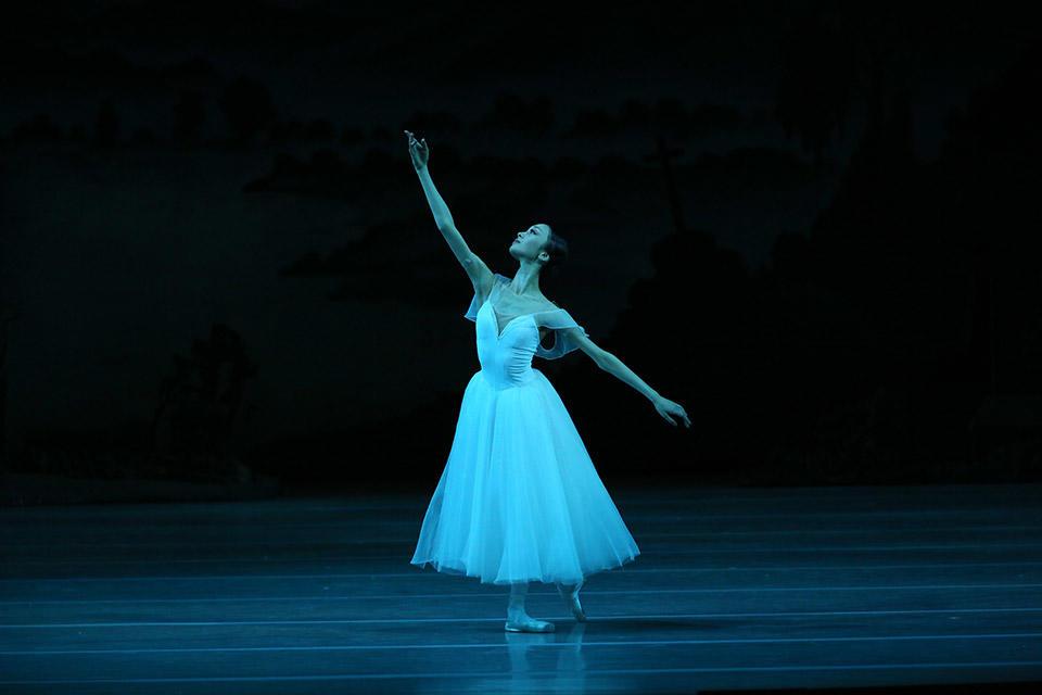 Giselle-by-Natasha-Razina-©-State-Academic-Mariinsky-Theatre-(14).jpg