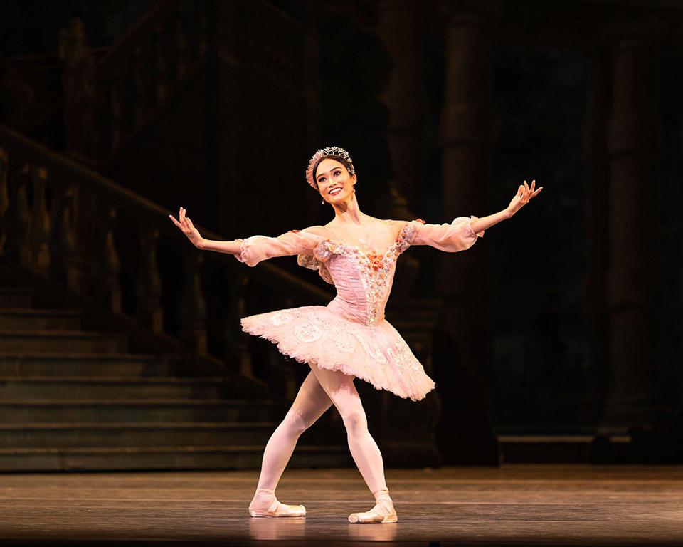 英国ロイヤル・バレエのライブ・シネマで上映される『眠れる森の美女』のオーロラ姫を金子扶生が踊った!|チャコット