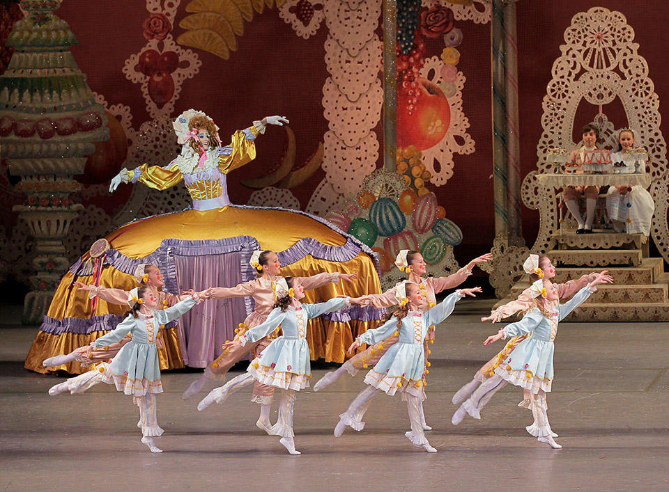 New-York-City-Ballet-in-George-Balan-chine's-The-New...paul-Kolnik-(9).jpg