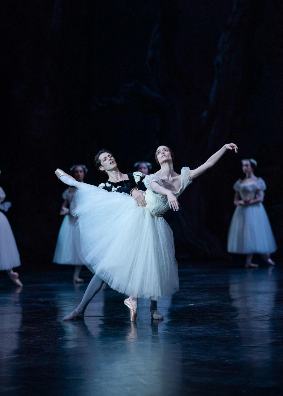 Giselle-(Jean-Coralli,-Jules-Perrot)--Mathieu-Ganio-et-Dorothée-Gilbert-(c)Yonathan-Kellerman-OnP-1920_505.jpg