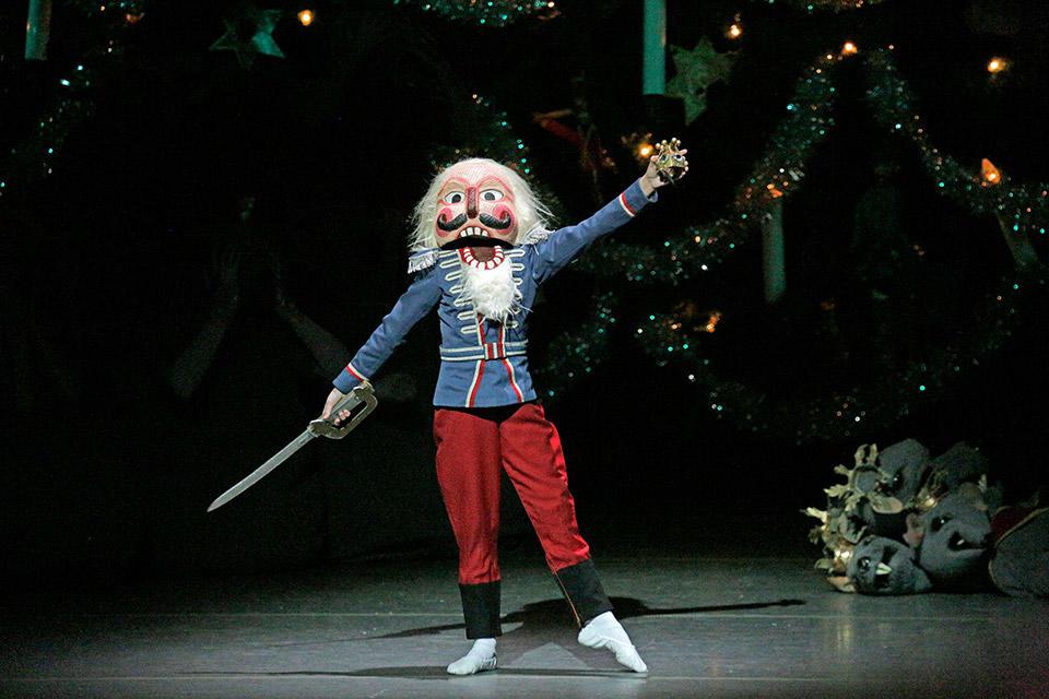 New-York-City-Ballet-in-George-Bala-nchine's-The-New...paul-Kolnik(4).jpg