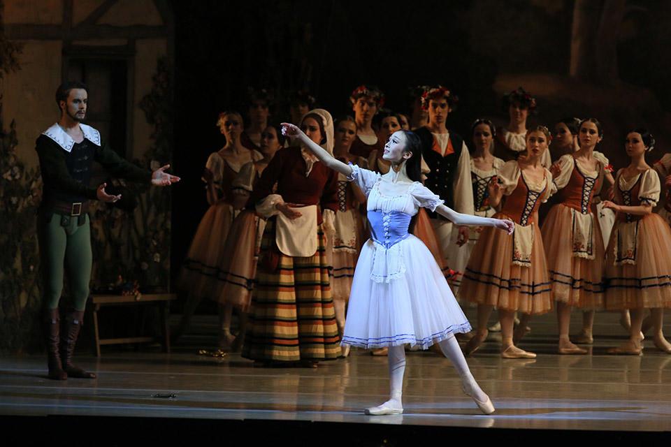 Giselle-by-Natasha-Razina-©-State-Academic-Mariinsky-Theatre-(7).jpg